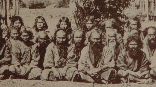 Grupo de ainus provenientes de Rusia oriental desplazados en la isla de Hokkaido