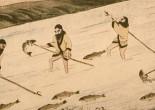 Hombres ainu pescando mediante marek