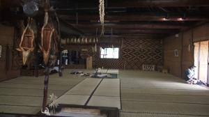 Recreación del interior de una chise en el Museo ainu de Poroto Kotan