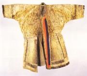 Abrigo ainu fabricado con piel animal