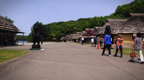 Interior del Museo Ainu Poroto Kotan, en Shiraoi.