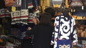 Tienda de souvenirs en el Museo Ainu de Shiraoi