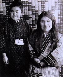 Imekanu, derecha, junto a su sobrina Yukie Chiri